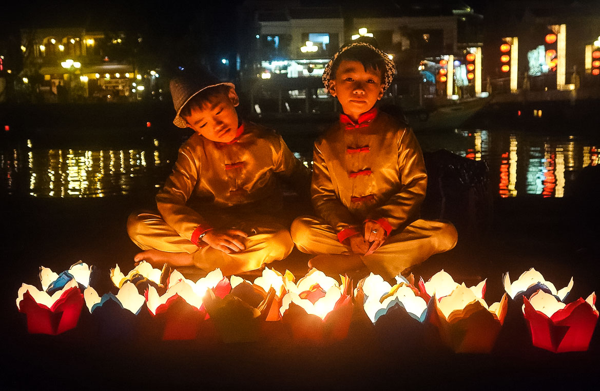 Hoi An Travel Guide Itinerary - boys with lanterns